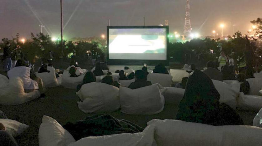 سينما «أبها» السعودية تفتح شاشاتها خارج القاعات ...